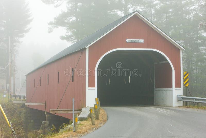 Cresson korsning dold bro & x28; 1859& x29; , Sågare, New Hampshire royaltyfria bilder