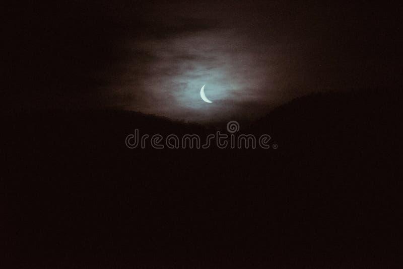 CREST-Maan door de Mist royalty-vrije stock afbeelding