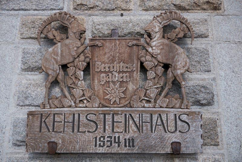 Cresta de madera en retratamiento del ` s Kehlsteinhaus de Hitler imágenes de archivo libres de regalías