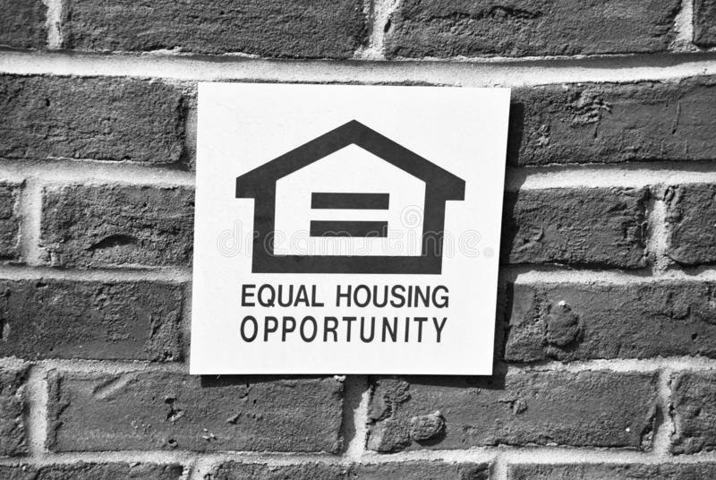 Cresta de vivienda igual de la oportunidad en blanco y negro imágenes de archivo libres de regalías