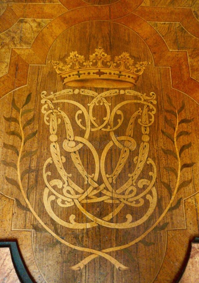 Cresta reale sul pavimento intarsiato fotografia stock libera da diritti