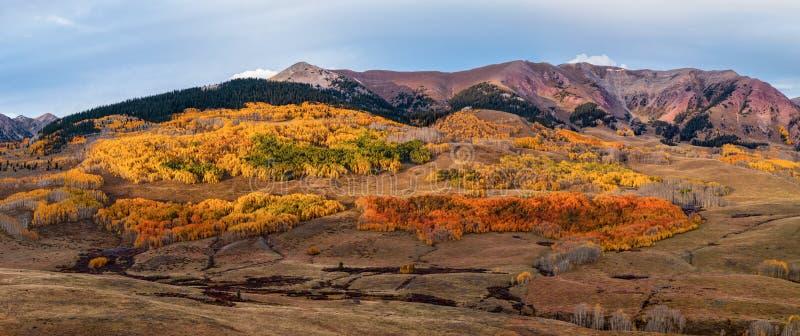 Crested Butte в осени Красочная красота ландшафта Колорадо сценарная стоковое изображение rf