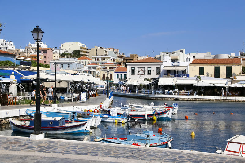 crete Grekland agios nikolaos invallning Sjö Voulismeni royaltyfria bilder