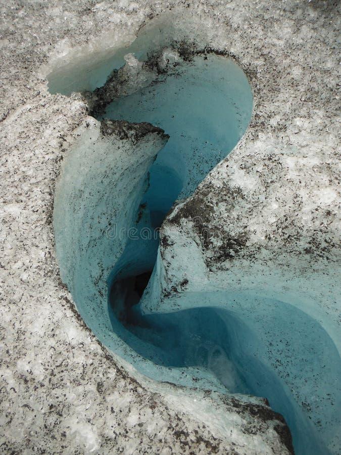 Crevasse на исландском леднике стоковая фотография rf