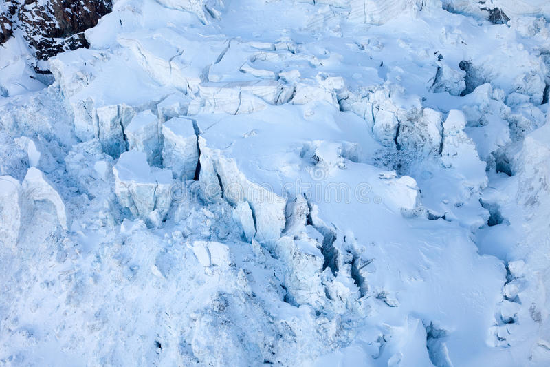 Crevasses ледника около Маттерхорна, Швейцарии стоковое изображение