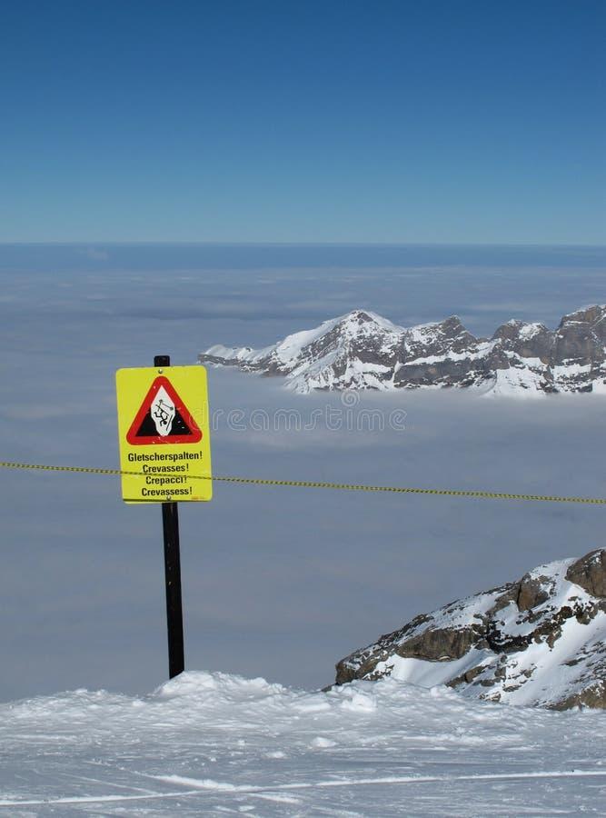 Crevasses, niebezpieczeństwo znak na Titlis zdjęcia royalty free