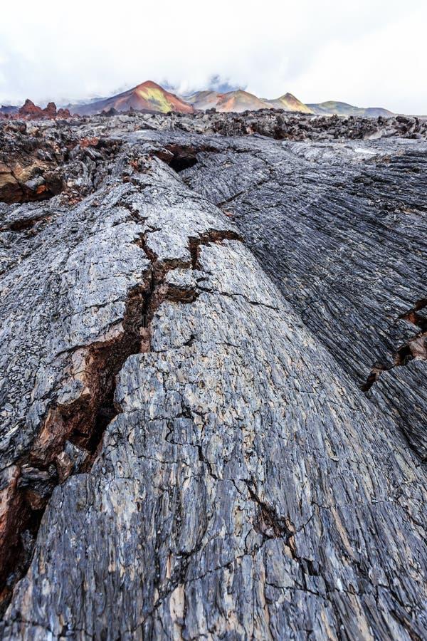 Crevasses w jałowych lawowych polach zdjęcie stock