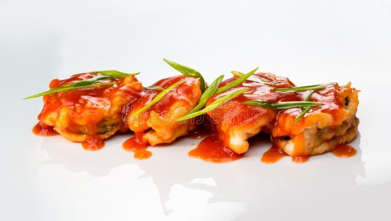 Crevette cuite au four avec de la sauce photo libre de droits