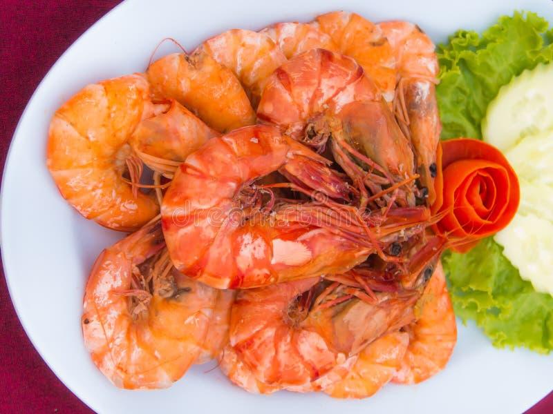 Crevette cuite au four par sel image stock