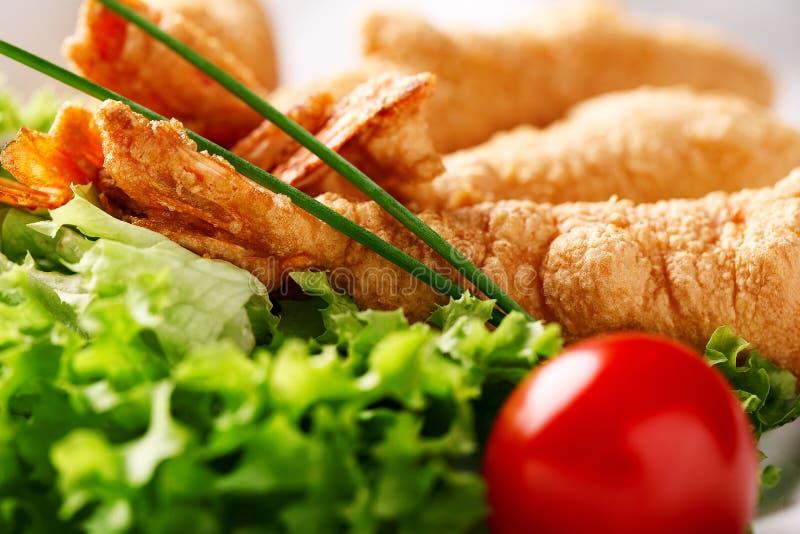 Crevette de plat de restaurant en Tempura photo stock