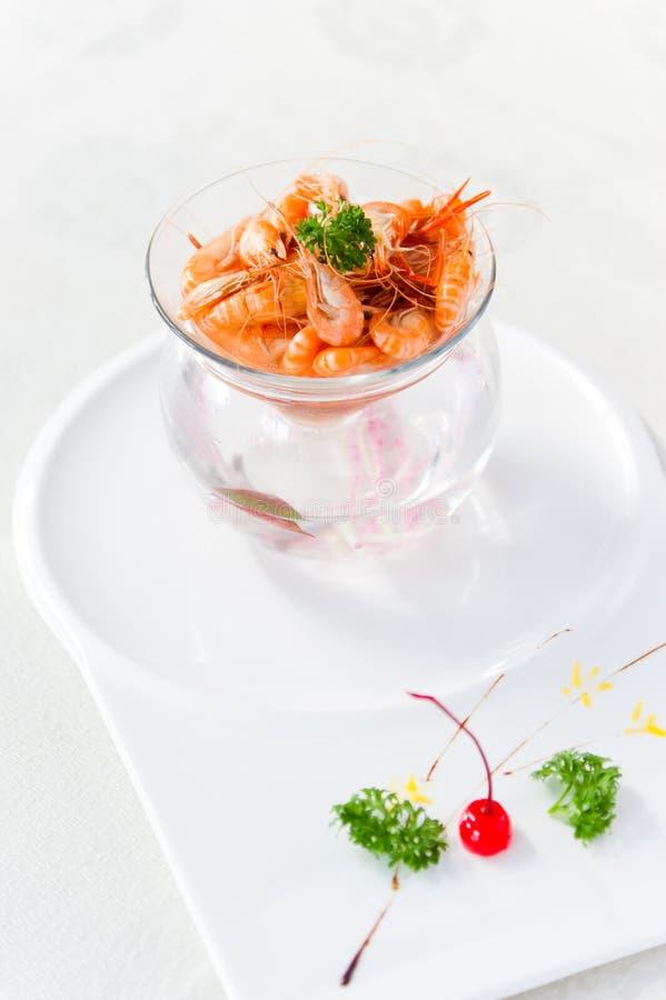Crevette frite dans la cuvette en verre. photographie stock