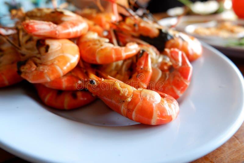 Crevette grillée avec de la sauce épicée, fruits de mer photo stock