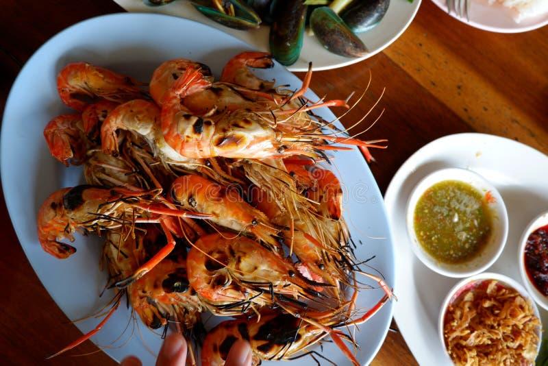 Crevette grillée avec de la sauce épicée, fruits de mer photographie stock