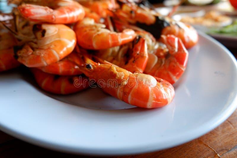 Crevette grillée avec de la sauce épicée, fruits de mer photos stock