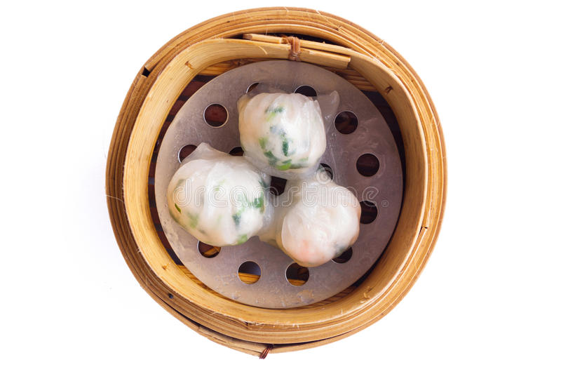 Crevette rose chinoise de vapeur de dimsum d'isolement sur le fond blanc photos libres de droits