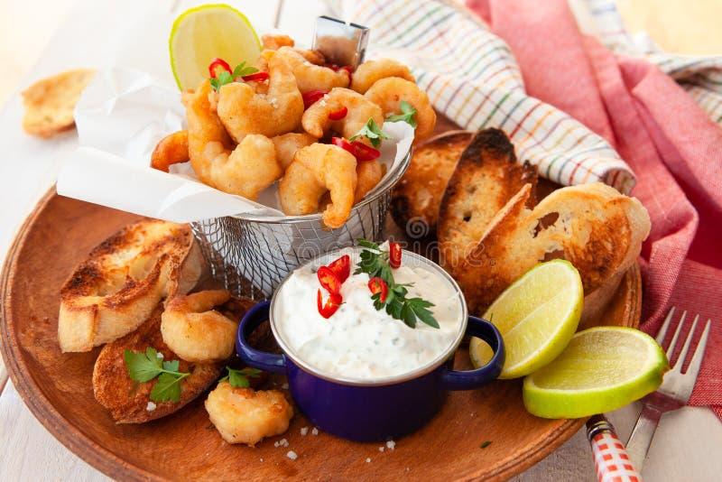 Crevettes délicieuses de maïs éclaté image stock