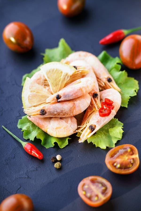 Crevettes et légumes photographie stock libre de droits