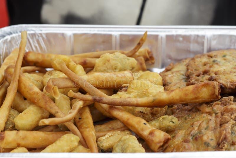 Crevettes et omelettes panées de crevette, exposants de gastronomie andalouse photographie stock