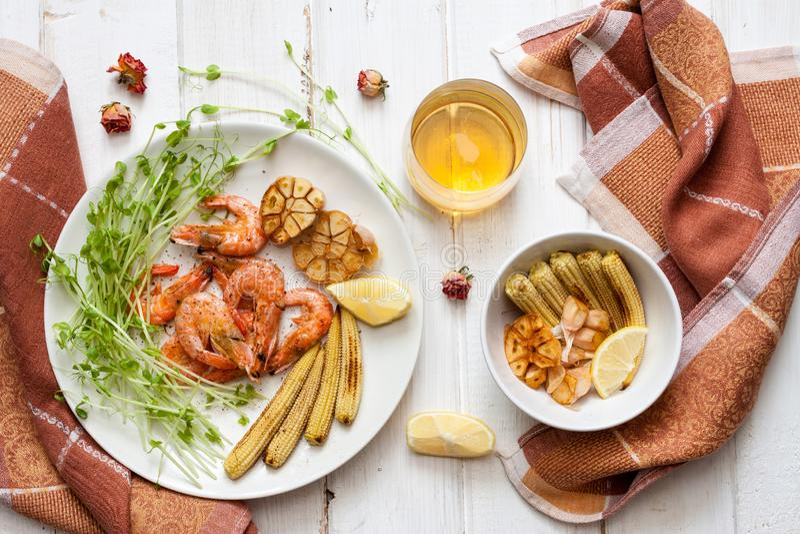 Crevettes, maïs et ail Toasty photos stock