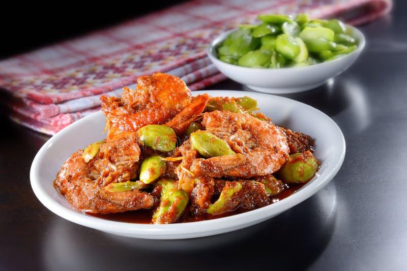 Crevettes roses de sambal avec le haricot Stinky photographie stock libre de droits