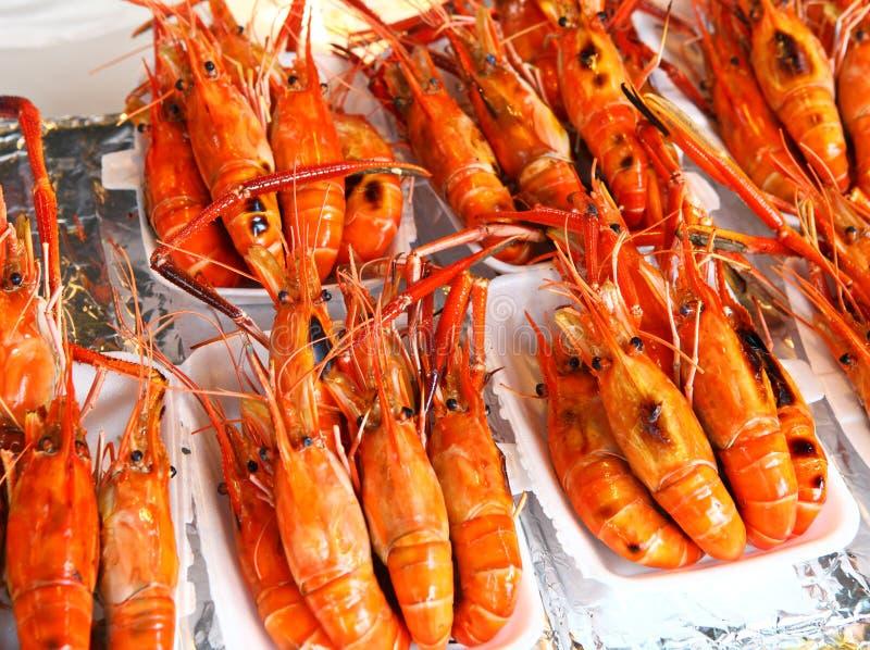 Crevettes roses grillées images libres de droits