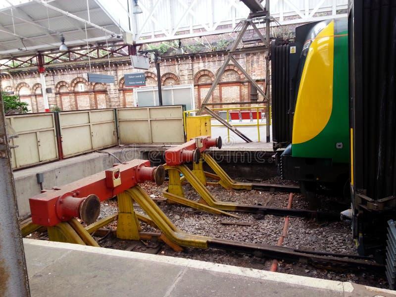 Crewe, Inglaterra - amortecedores Railway imagens de stock royalty free