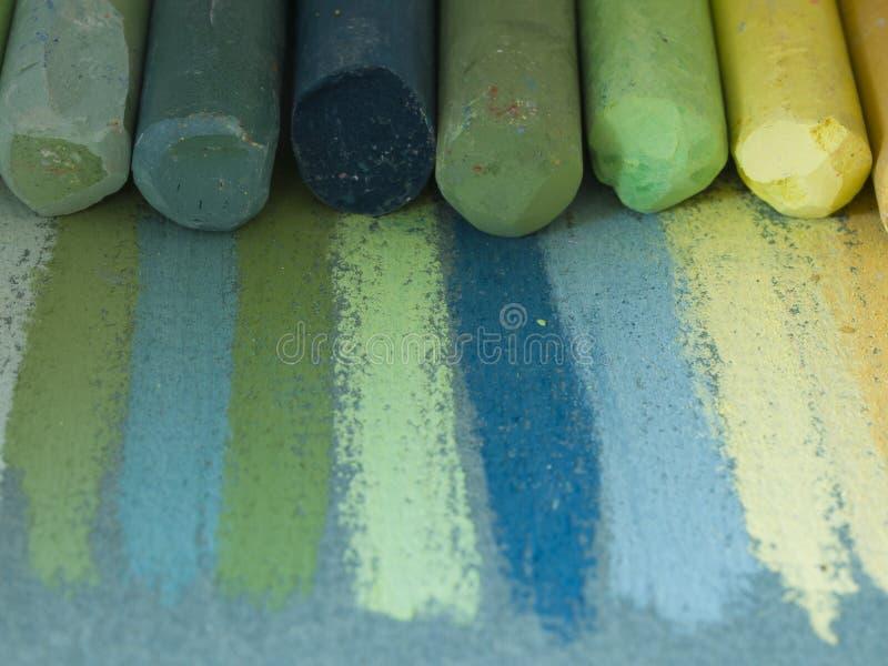 Creyones artísticos coloridos fotos de archivo libres de regalías