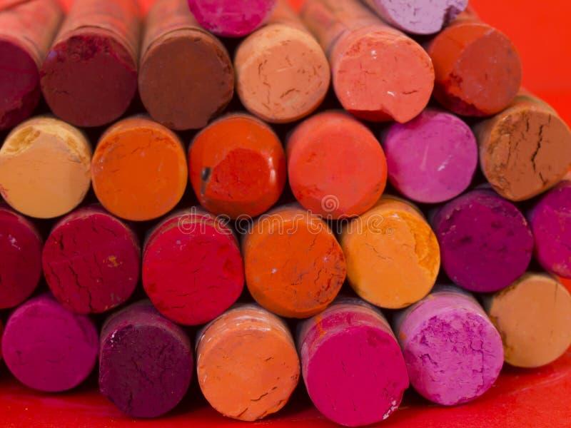 Creyones artísticos coloridos foto de archivo