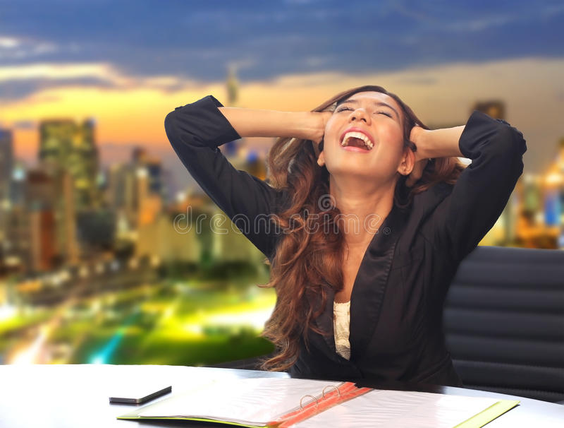 Cri perçant de femme d'affaires photo stock