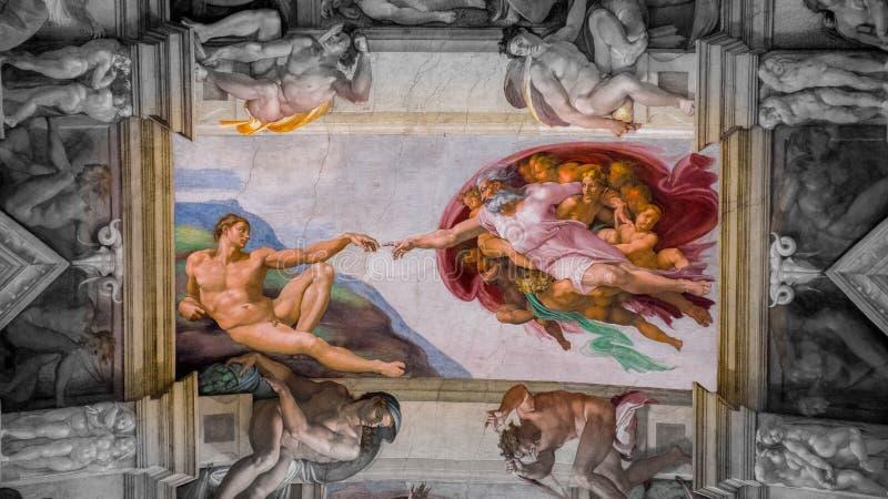 Criação do trabalho de Adam no teto na capela de Sistine no Vaticano, Vaticano foto de stock royalty free