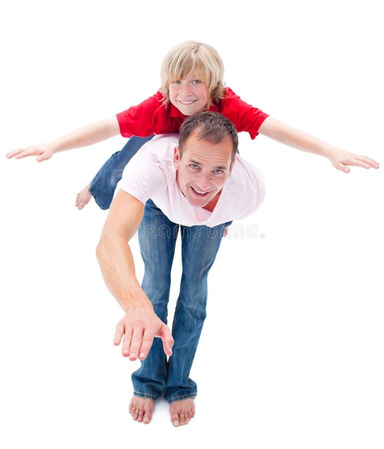 Download Criança Adorável Que Aprecia às Cavalitas O Passeio Foto de Stock - Imagem de tendo, sorrir: 12813550