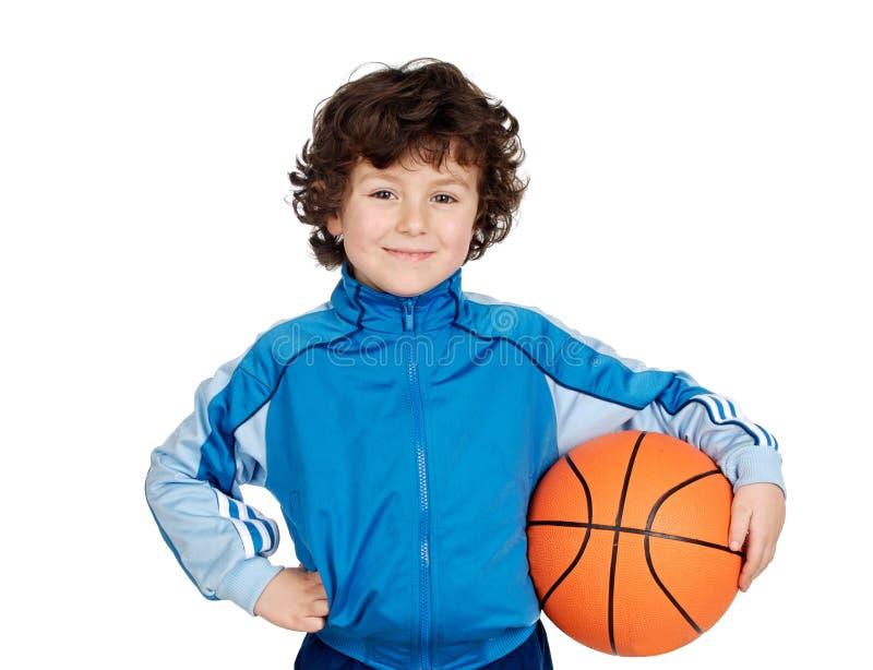Criança adorável que joga o basquetebol foto de stock royalty free