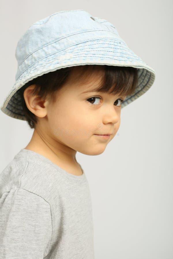 Criança adorável que olha a câmera fotografia de stock