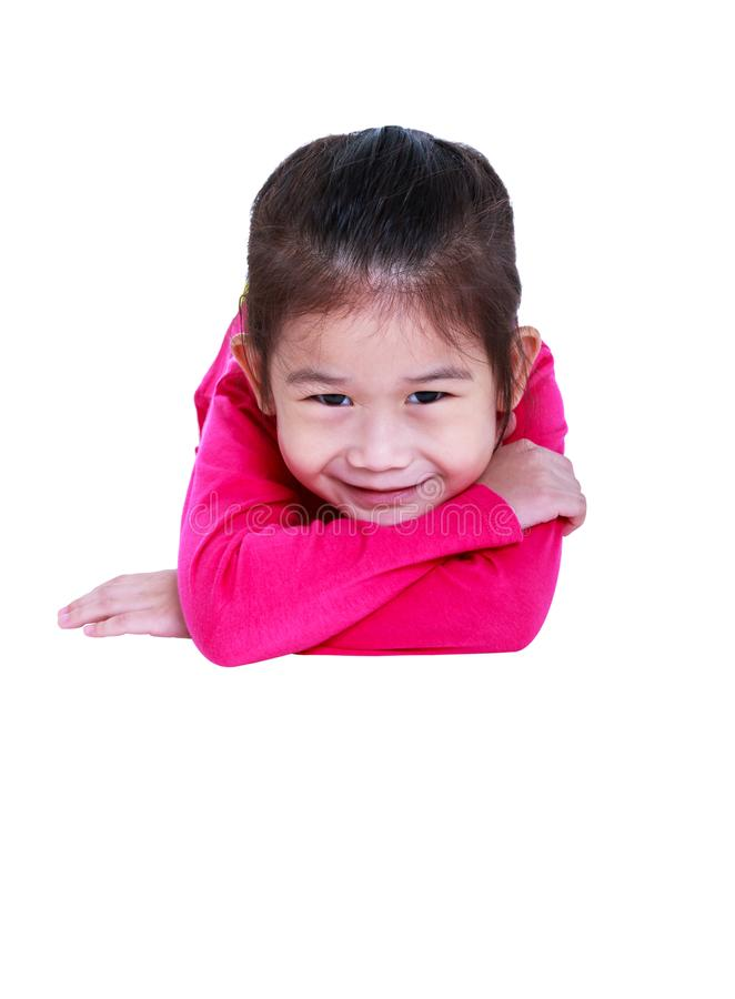 A criança asiática adorável que sorri e encontra-se para baixo Isolado no CCB branco fotografia de stock