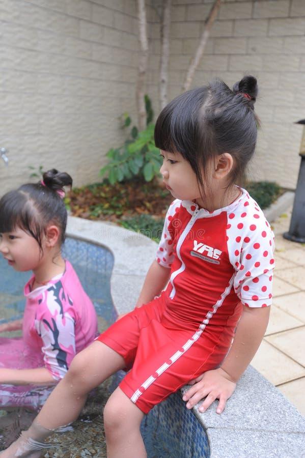 Criança asiática na mola quente fotografia de stock royalty free