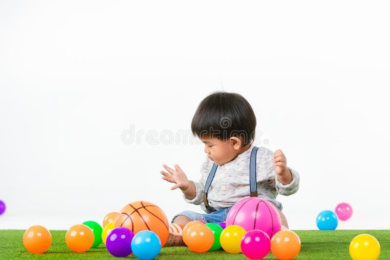 Criança asiática na sala de jogos fotografia de stock royalty free