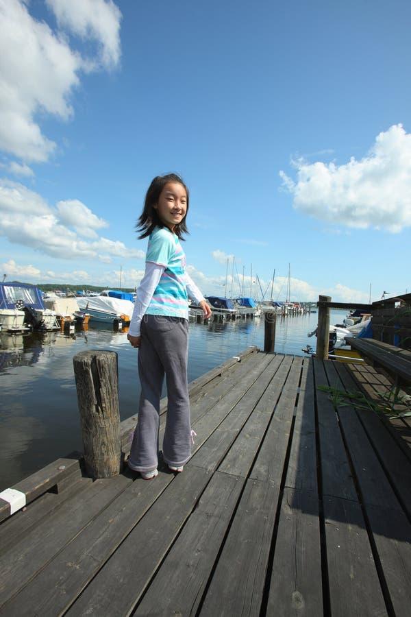 Criança asiática no cais fotos de stock royalty free
