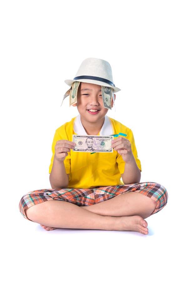 Criança asiática que guarda o dinheiro ao estar isolado no backg branco imagens de stock royalty free