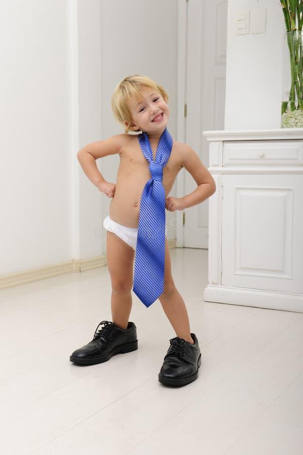 Criança bonito com laço e sapatas imagens de stock royalty free