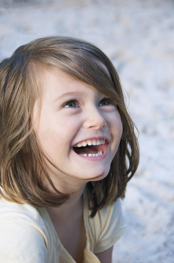 Criança brilhantemente de sorriso imagens de stock