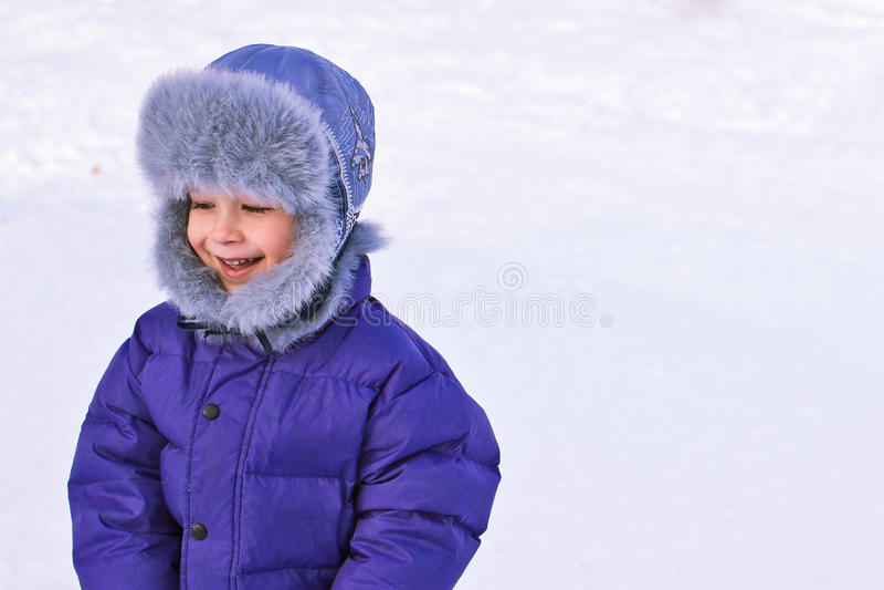 Criança brincalhão no inverno imagem de stock royalty free