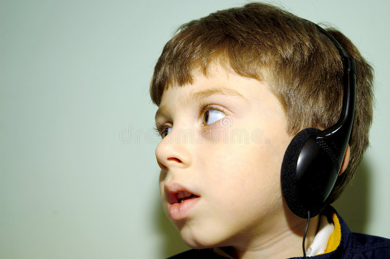 Criança Com Auscultadores 2 Foto de Stock Royalty Free
