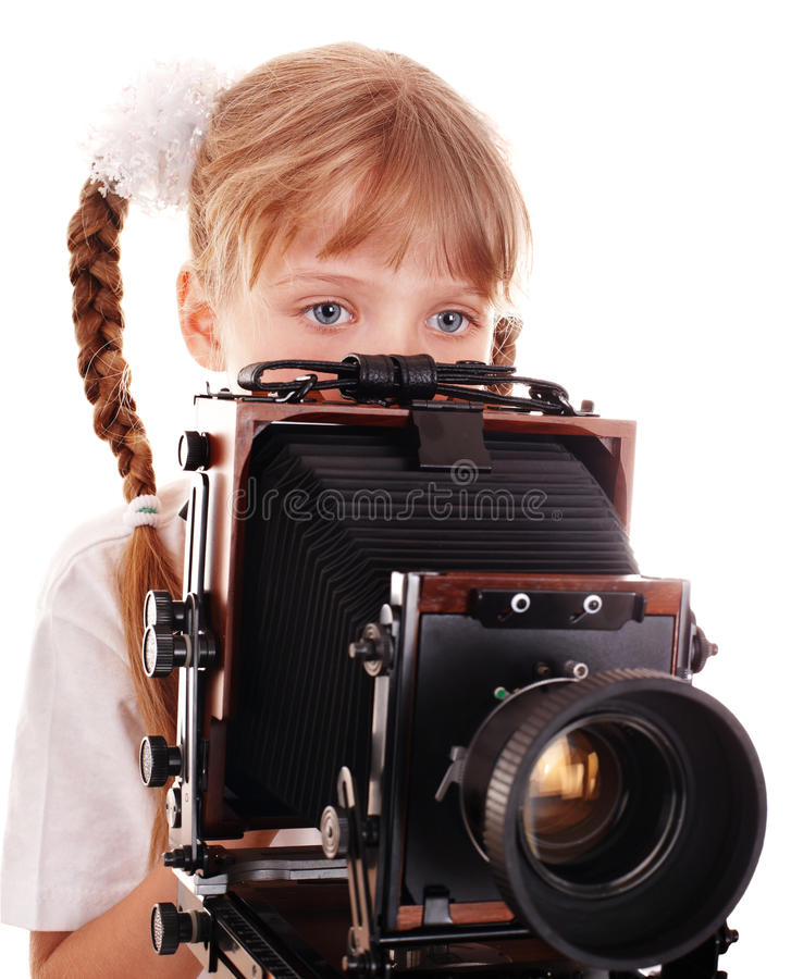 Criança com a câmara digital de madeira velha do grande formato. imagens de stock royalty free
