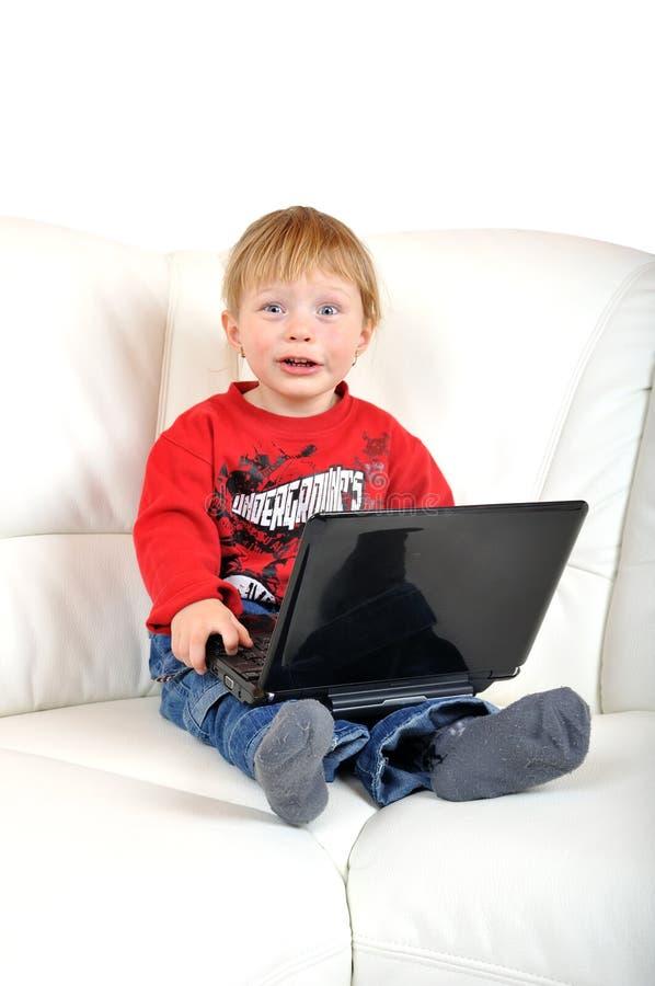 Criança com caderno foto de stock
