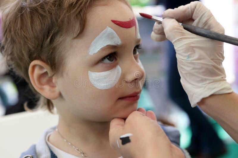 Criança com cara da pintura imagem de stock royalty free