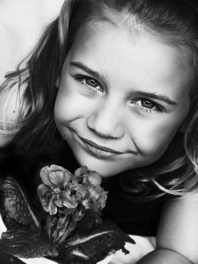 Criança com flor imagem de stock