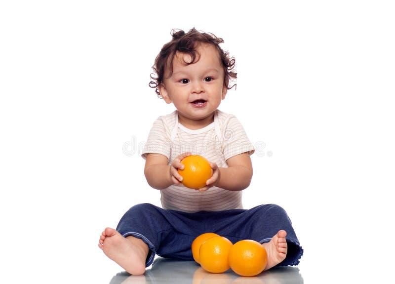 A criança com laranjas. fotografia de stock royalty free