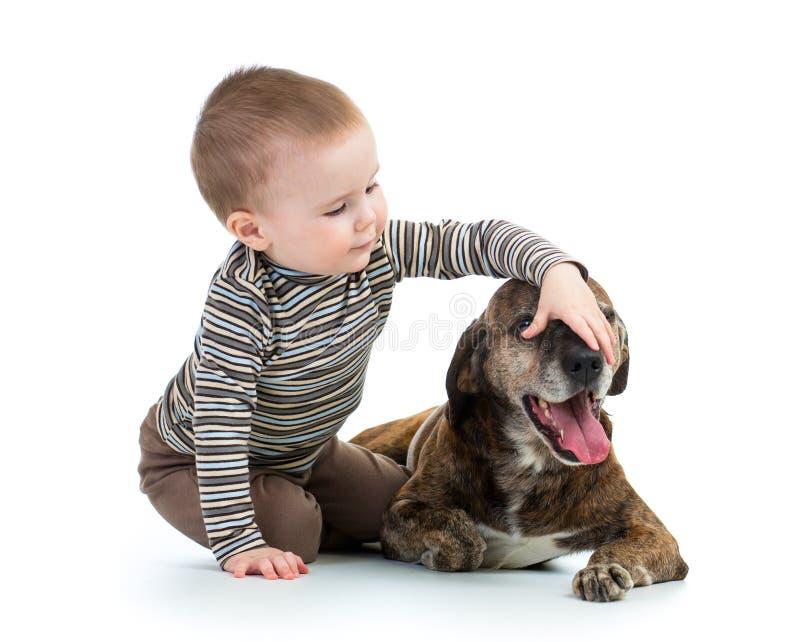 Download Menino Do Miúdo Da Criança Com Cão Imagem de Stock - Imagem de animal, abraçar: 29838563