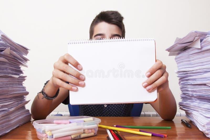 Criança com o caderno foto de stock royalty free