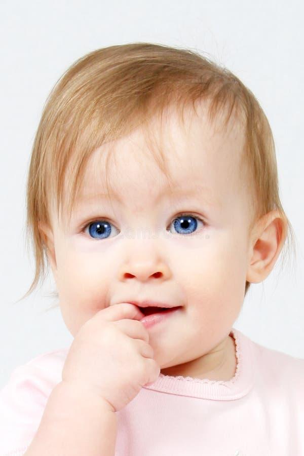 Criança com o dedo na boca imagens de stock royalty free